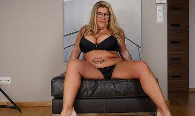 German Housewife Shows off Big Tits and Masturbates - Mature.nl