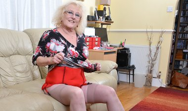 Naughty Chubby Mature Lady Playing with Her Pussy - Mature.nl