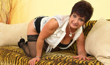 Big Breasted Mature Lady Playing with Herself - Mature.nl
