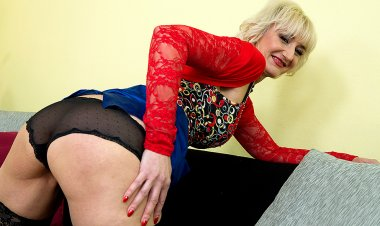 Naughty Mature Lady Playing with Her Dildo - Mature.nl