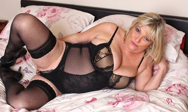 Big Breasted Chubby Mature Lady Playing with Herself - Mature.nl