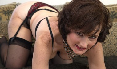 Horny Mature Lady Playing with Herself - Mature.nl