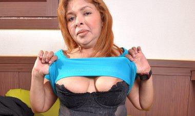 Chubby Latin Housewife Getting Very Naughty - Mature.nl