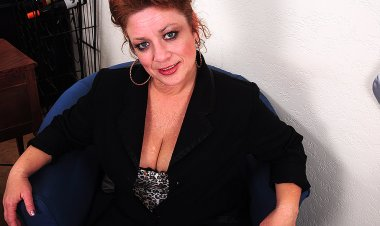 Chubby American Housewife Playing with Herself - Mature.nl