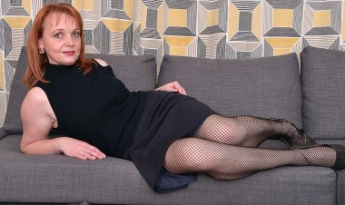 Naughty Housewife Playing with Herself - Mature.nl
