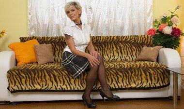 Sexy Grandma Getting Her Hairy Pussy Wet - Mature.nl