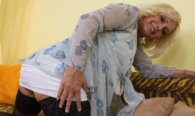Horny Blonde Housewife Playing with Herself - Mature.nl
