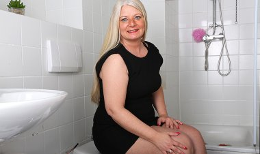 Naughty German Housewife Playing in Her Bathroom - Mature.nl