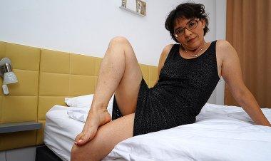 Hairy Mature Lady Masturbating on Her Bed - Mature.nl