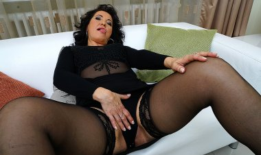 Horny Mature Slut Playing on the Couch - Mature.nl