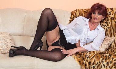 Naughty Unshaved Housewife Fingering Herself - Mature.nl
