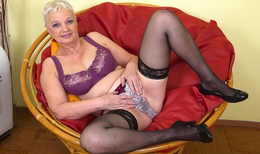 Horny Mature Slut Playing in Her Chair - Mature.nl