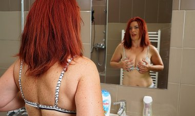 Horny Redhead Housewife Getting Herself off - Mature.nl