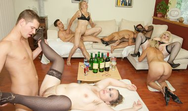 A Special and Kinky Mature Sexparty - Mature.nl
