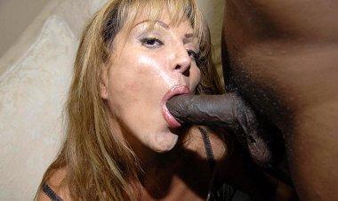 Yhis Kinky Mama Loves Those Two Black Cocks - Mature.nl