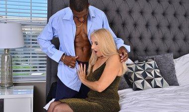 Naughty Mature Slut Taking a Big Black Cock up Her Ass - Mature.nl
