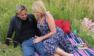 British housewife enjoys outdoor sex - Mature.nl