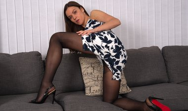 Naughty Mom with a Panty and High Heels Get Wet - Mature.nl