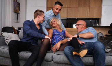 Sexy Hairy Housewife Gets Fucked in Both Holes by Three Guys and All Her Boyfriend Can Do Is Watch. - Mature.nl