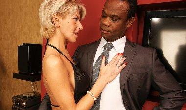 Hot MILF Loving Hardcore Interracial Sex - Mature.nl