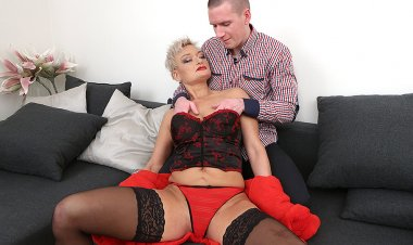 Kinky Mature Lady Fucking, Sucking and Getting Fisted - Mature.nl