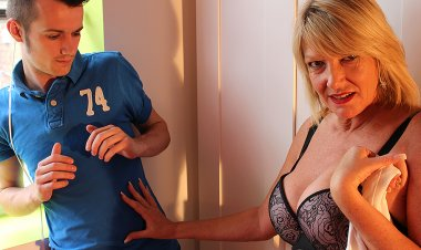 British Housewife Fucked by Her Toy Boy - Mature.nl