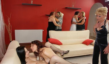 A Special All Lesbian Old and Young Sexparty - Mature.nl