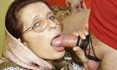 Granny Loves Getting Fucked on Her Couch - Mature.nl