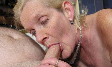 Granny Just Gets the Fuck of a Lifetime - Mature.nl