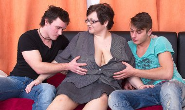 Huge Breasted BBW Fucking Two Toy Boys at Once - Mature.nl