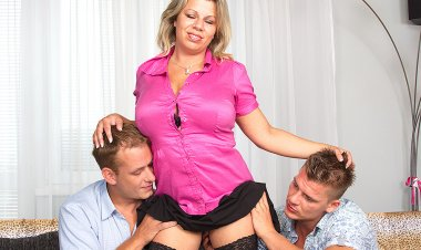 Big Breasted Housewife Sucking and Fucking in a Threesome - Mature.nl