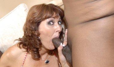 Kinky Housewife Sucking Two Hard Black Cocks - Mature.nl