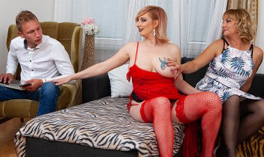 Two blonde Milfs share their toyboy's cock in hot threesome