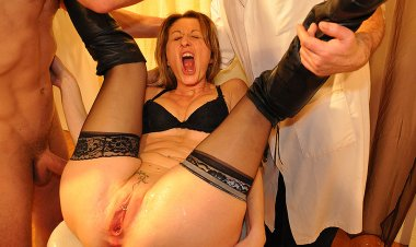 French housewife get's fisted and has her pussy stretched in kinky medical examination