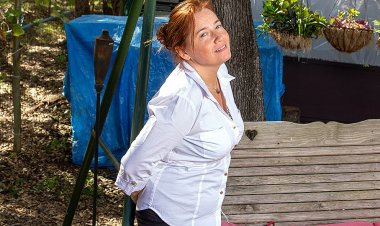 Curvy American housewife playing outside