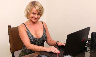 Milf masturbating behind her laptop