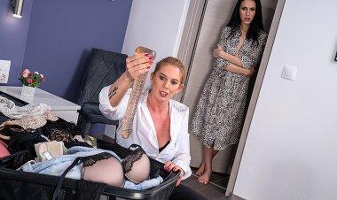 Catching my stepmom with my dildo