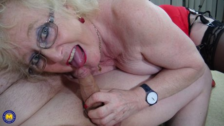Curvy mature slut sucking and fucking a younger dude