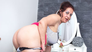 Big Breasted Mature Woman Playing with Herself – Mature.nl