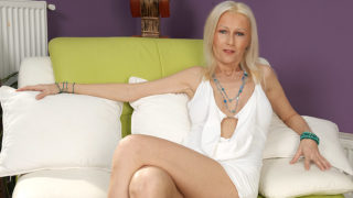 Blonde Housewife Playing with Her Toys – Mature.nl