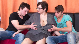 Huge Breasted BBW Fucking Two Toy Boys at Once – Mature.nl