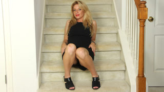 Naughty American MILF Playing with Her Pussy on the Stairs – Mature.nl