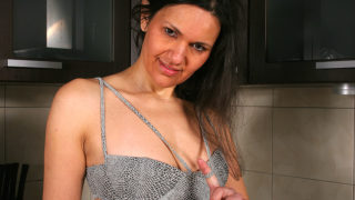 Naughty Brunette Housewife Playing with Herself – Mature.nl