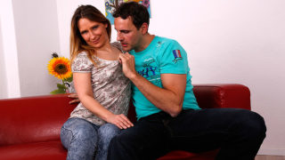 Naughty German Housewife Catches Her Boyfriend Masturbating and Starts Playing along – Mature.nl