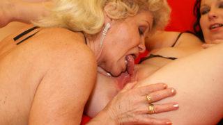 This Teen Gets a Lot of Mature Lesbian Love – Mature.nl