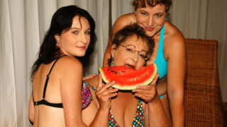Three Old and Young Lesbians Getting Wet – Mature.nl
