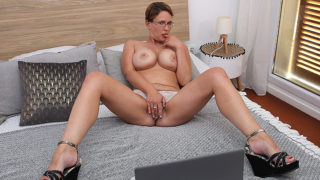 Curvy Big Breasted Nympho Playing with Her Shaved Pussy – Mature.nl