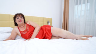 Curvy Mature Malena Loves to Take a Shower and Getting Naughty – Mature.nl