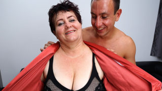 Horny mature BBW getting seduced in the shower – Mature.nl