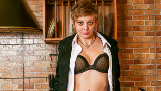 Naughty Housewife Nikolina Loves Playing with Toys and Her Fingers to Get a Climax – Mature.nl